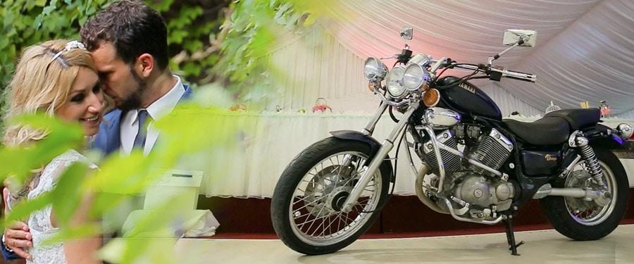Nunta de rockeri cu motocicleta