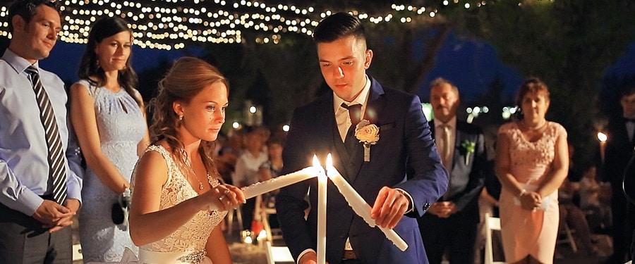 Ceremonie nunta seara cu aranjament vintage si lumanari