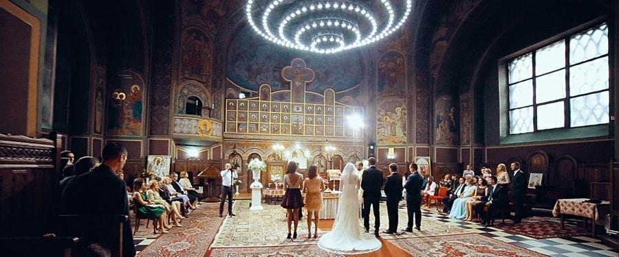 Ceremonie religioaza in ziua nuntii la Biserica Sfantul Ilie din Sinaia
