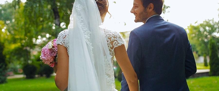 Sedinta video cu mirii in ziua nuntii in Gradina Romei din Satu Mare