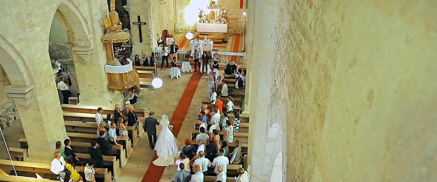 Videografie de nunta Ungaria - Mireasa condusa spre altar