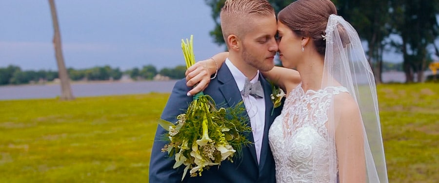 Mireasa si mirele la nunta americana